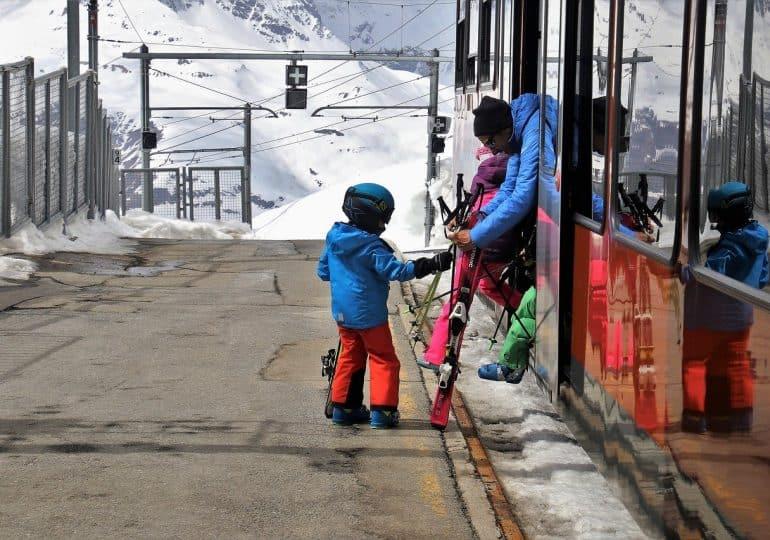 Dziecko na nartach - kiedy rozpocząć naukę jazdy?