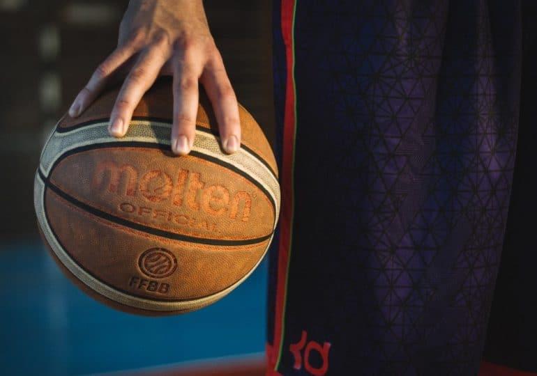 Piłka do koszykówki – jak wybrać odpowiednią?