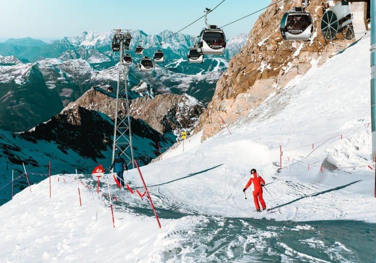Jak optymalnie dobrać narty do jazdy po stoku?