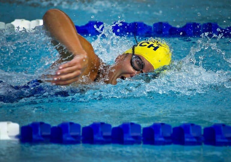 Szampony chelatujące dla pływaków – czy warto ich używać?
