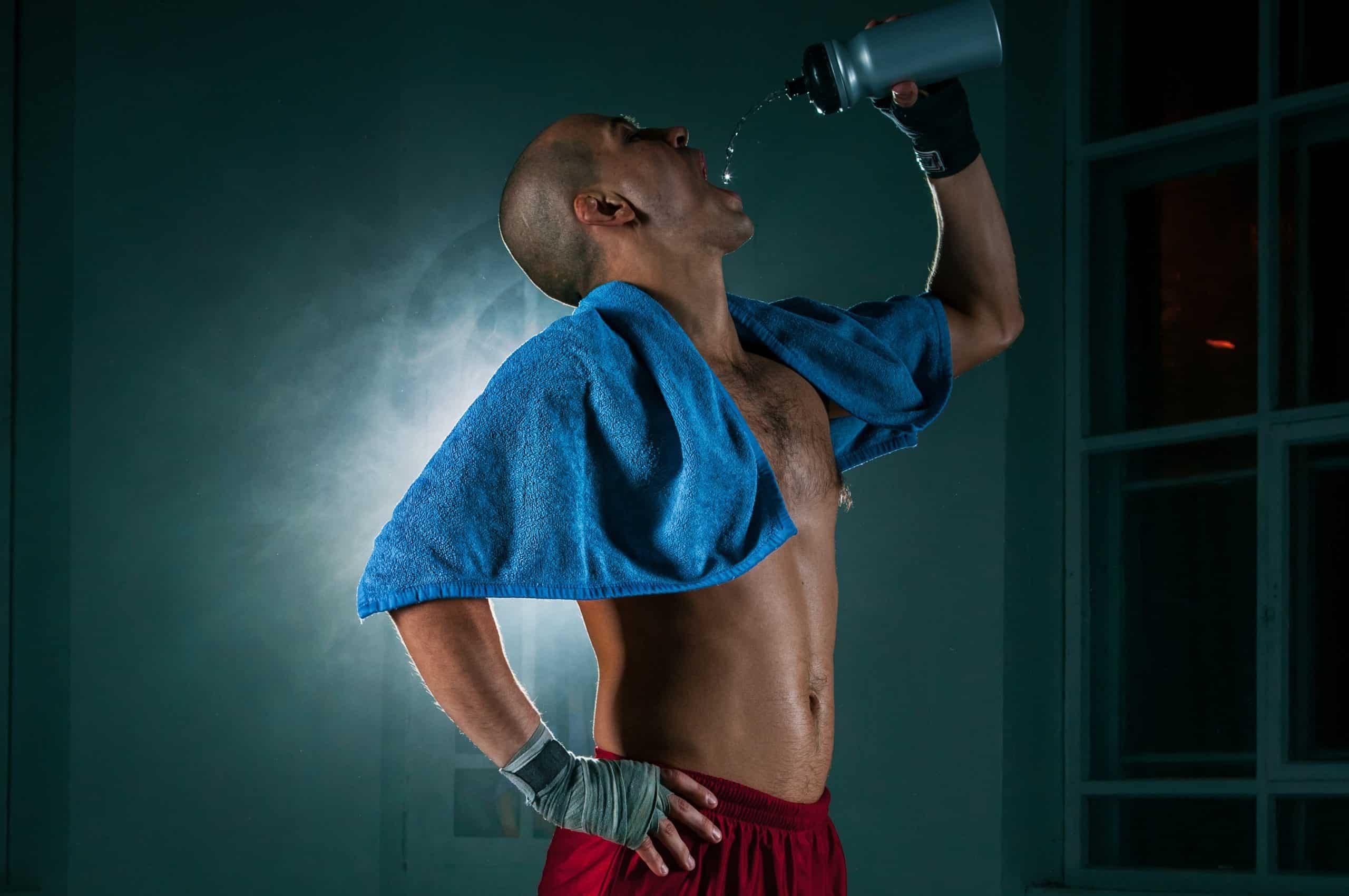 Zbijanie wagi przed walką – jak to robią najlepsi wojownicy?