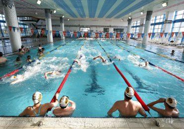 Baseny także masowo oblegane. Pływacy-amatorzy spragnieni wodnych aktywności!