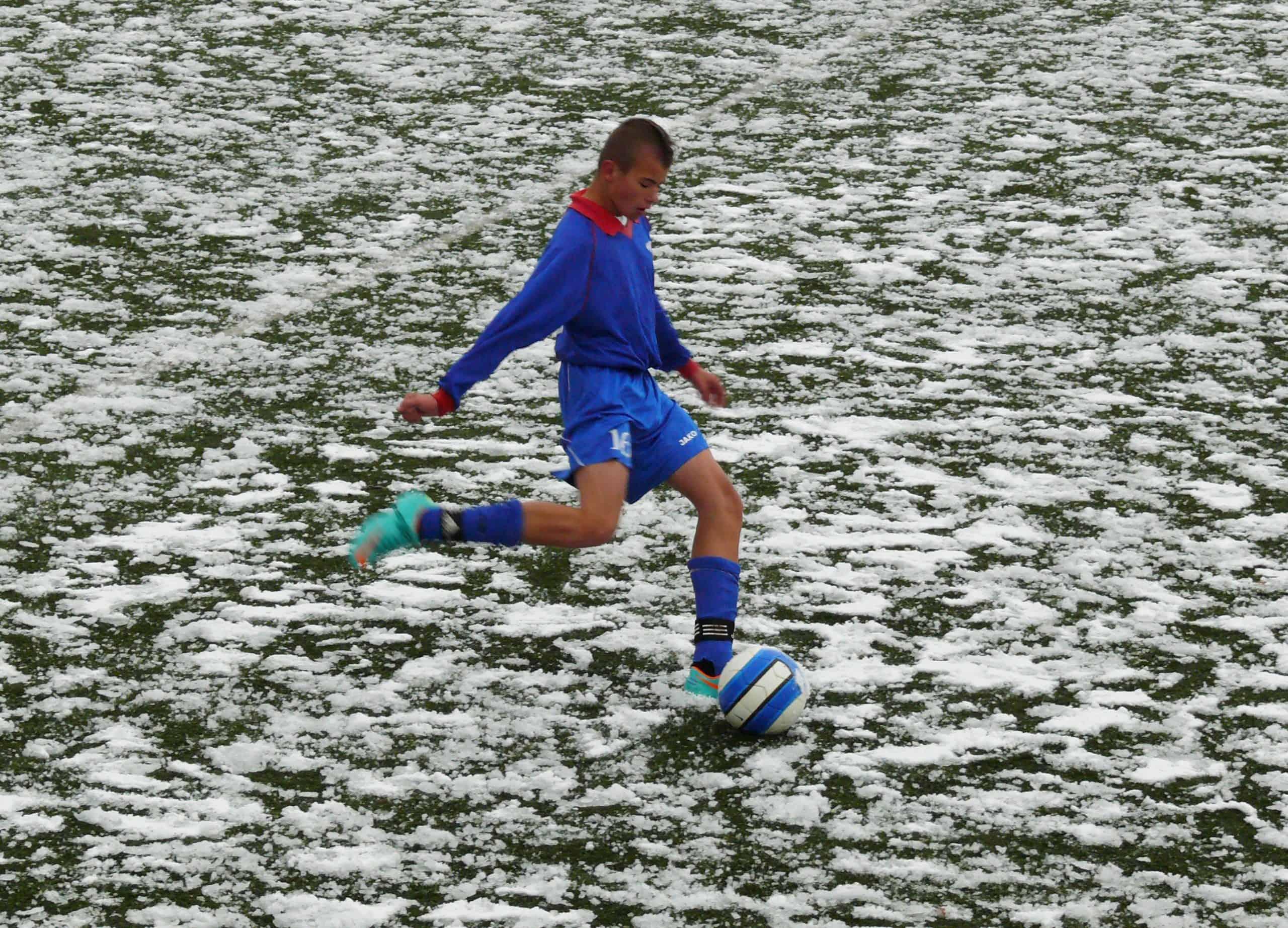 Ładowanie akumulatorów na cały rok. Jak powinny wyglądać zimowe treningi piłkarza-amatora?