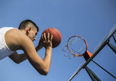 Praktyka czyni mistrza. Jak szlifować technikę rzutu w koszykówce?