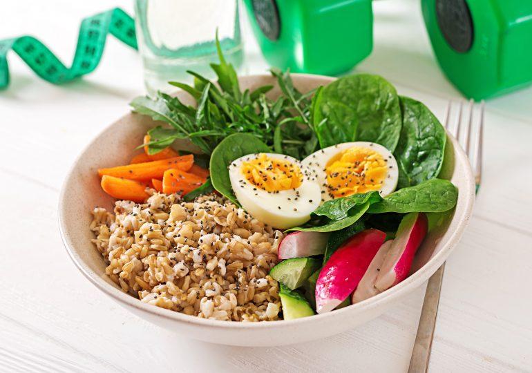 Dieta sportowca nie musi rujnować portfela! Co robić, aby jeść tanio i zdrowo?