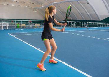 Tenisowy elementarz – nauka forhendu dla początkujących