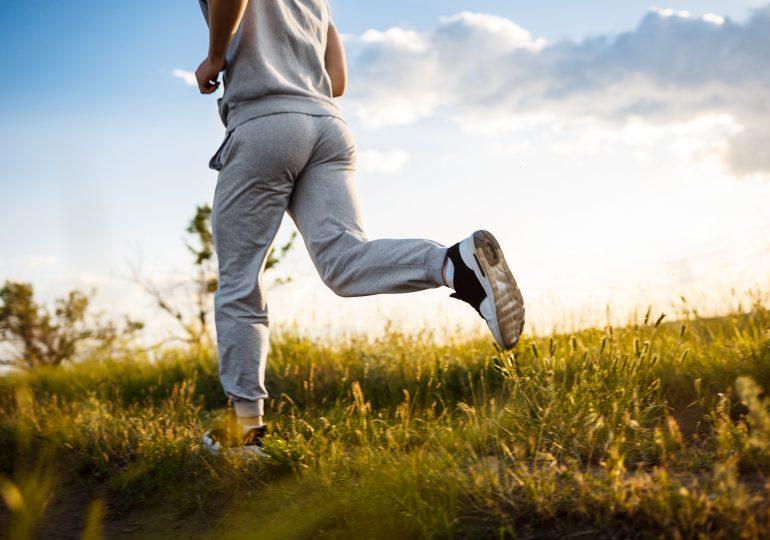 Jak wrócić do formy biegowej na wiosnę? Skorzystaj z naszych porad!