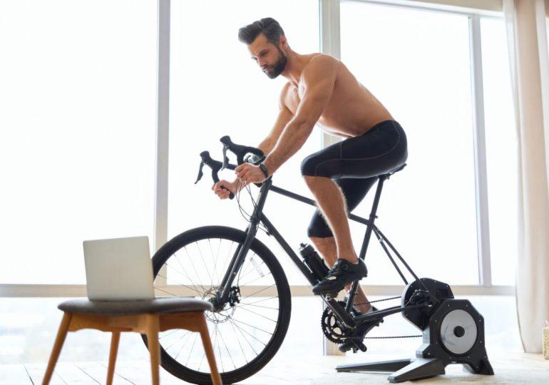 Jak jeździć na rowerze zimą dzięki trenażerowi rowerowemu?