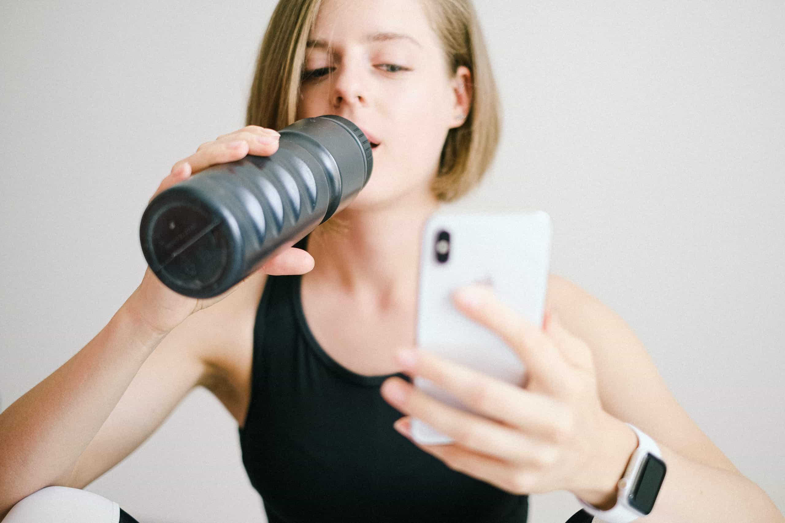 Czy sklepowe napoje izotoniczne dobrze nawadniają organizm sportowca?